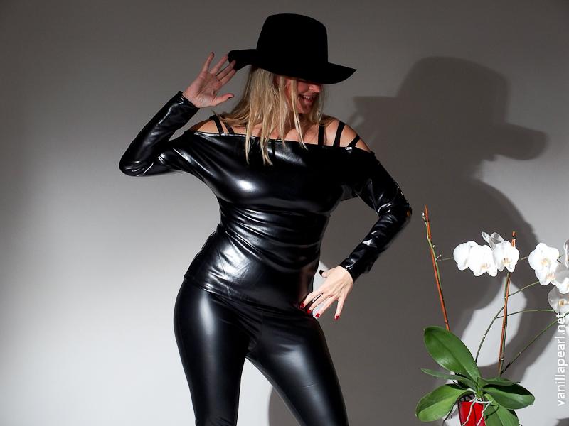 Christina, Vanilla Pearl, black fake leather outfit, vegan leather