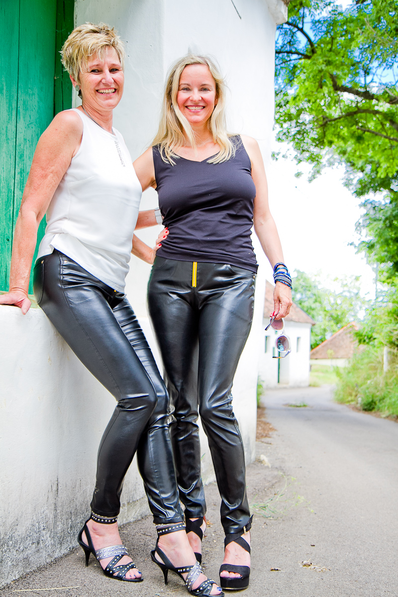 Christine und Christina in Arcanum vergan leather pants at the Austrian Weinviertel