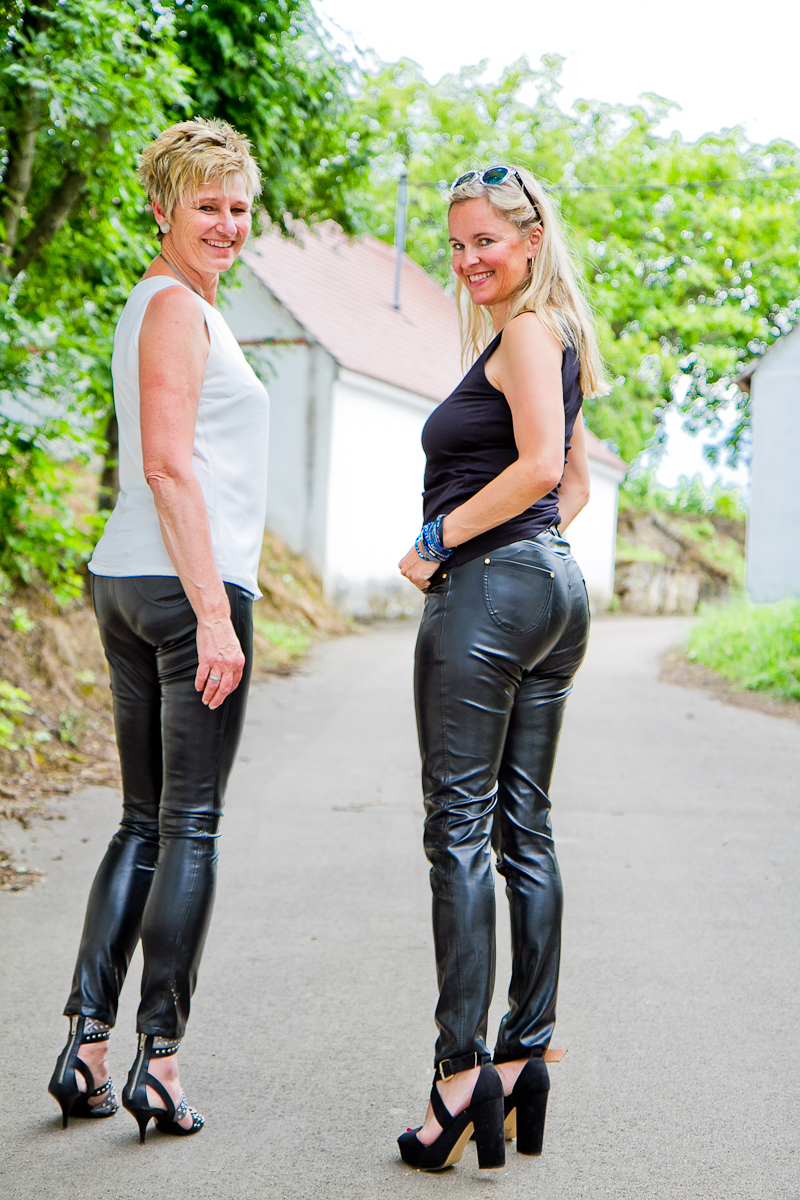 Christine, VINOTHEK HACKER and Christina in Arcanum vergan leather pants at the Austrian Weinviertel